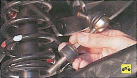 Проверка и замена деталей стабилизатора поперечной устойчивости задней подвески